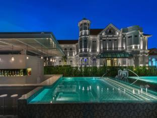 mansions with swimming pools